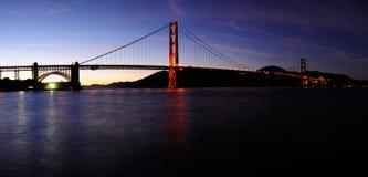 Puente de puerta de oro, punta de la fortaleza en la puesta del sol Imágenes de archivo libres de regalías