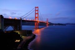 Puente de puerta de oro y punta de la fortaleza que brillan intensamente Fotografía de archivo libre de regalías