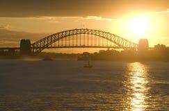 Puente de puerto de Sydney de la puesta del sol Foto de archivo