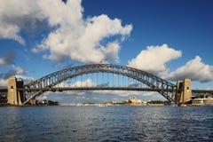 Puente de puerto de Sydney y teatro de la ópera de Sydney en DA Imagenes de archivo