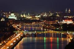 Puente de Pushkinsky en la noche Foto de archivo
