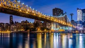 Puente de Queensboro en la oscuridad Fotografía de archivo libre de regalías