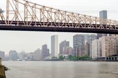 Puente de Queensboro y la O.N.U Imágenes de archivo libres de regalías