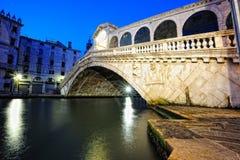 Puente de Rialto en Venecia Fotos de archivo libres de regalías