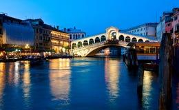 Puente de Rialto en Venecia, Italia Imagen de archivo libre de regalías