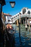 Puente de Rialto en Venecia, Italia Gran Canal Foto de archivo