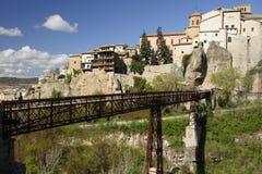 Puente de San Pablo y casas colgadas de Cuenca, España Fotos de archivo libres de regalías