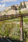 Puente de San Pablo y casas colgadas de Cuenca, España Foto de archivo