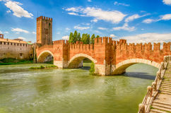 Puente de Scaliger (puente de Castelvecchio) en Verona, Italia Imagen de archivo libre de regalías