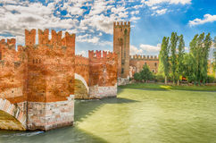 Puente de Scaliger (puente de Castelvecchio) en Verona, Italia Fotos de archivo libres de regalías