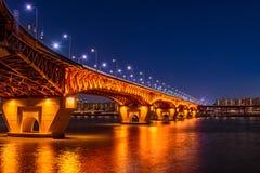 Puente de Seongsu en el nigth en seou Foto de archivo libre de regalías