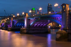 Puente de Southwark Fotos de archivo libres de regalías