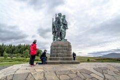 Puente de Spean, Escocia - 31 de mayo de 2017: Un monumento dedicado a los hombres de las fuerzas británicas del comando aumentó  fotos de archivo libres de regalías