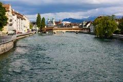 Puente de Spreuer en el río de Reuss en Alfalfa, Suiza imagen de archivo