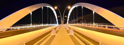 Puente de suspensión doble del carril - escena de la noche Fotografía de archivo