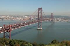 Puente de suspensión en Lisboa Fotos de archivo libres de regalías