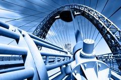 Puente de suspensión moderno Fotografía de archivo