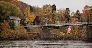 puente de suspensión viejo Imagen de archivo libre de regalías