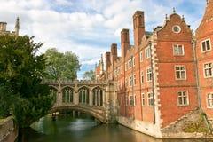 Puente de suspiros en Universidad de Cambridge Imagen de archivo