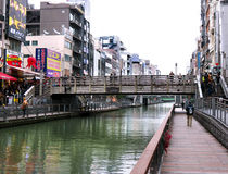 Puente de Tazaemon, canal de Dotombori, Osaka, Japón Imagenes de archivo