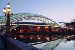 Puente de Tbilisi de la paz fotos de archivo