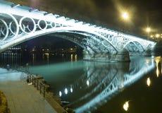 Puente de Triana e Isabel II de Sevilla - Puente de Triana e Isabel II de Sevilla imágenes de archivo libres de regalías