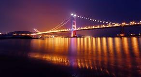 Puente de Tsing mA en la noche Foto de archivo libre de regalías
