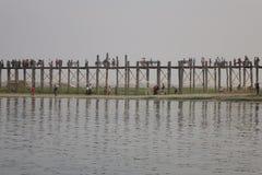 Puente de U-Bein en Mandalay, Myanmar Imágenes de archivo libres de regalías