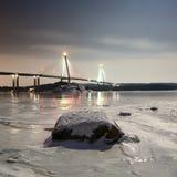 Puente de Uddevalla en la noche durante invierno imágenes de archivo libres de regalías