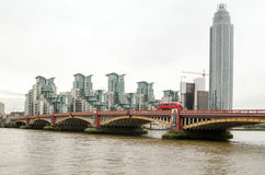 Puente de Vauxhall, Londres Foto de archivo libre de regalías
