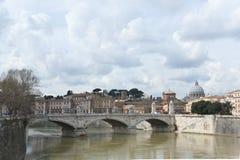 Puente de Victor Emmanuel II en Roma. Fotografía de archivo