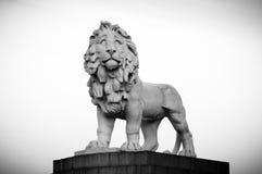 Puente de Westminster del anuncio de Lion Statue, cerca de Southbank Londres Reino Unido Fotografía de archivo