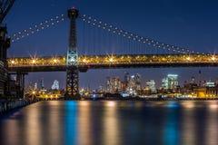 Puente de Williamsburg en la oscuridad Fotos de archivo libres de regalías
