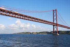 Puente del 25 de abril en Lisboa Fotos de archivo libres de regalías