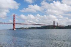 Puente del 25 de abril en Lisboa, Portugal Fotografía de archivo