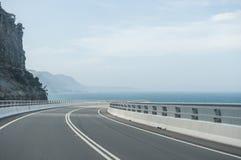 Puente del acantilado del mar Imágenes de archivo libres de regalías