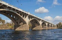 Puente del arco fotografía de archivo