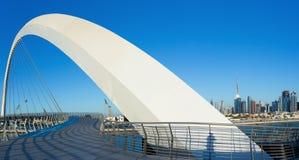 Puente del arco del canal del agua de Dubai Fotografía de archivo