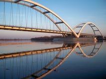 Puente del arco en puesta del sol Imágenes de archivo libres de regalías