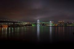 Puente del arco iris de Tokio en la noche Imagen de archivo libre de regalías