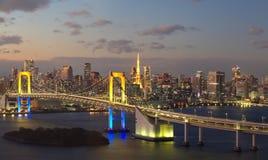 Puente del arco iris y señal de la torre de Tokio Imagen de archivo libre de regalías