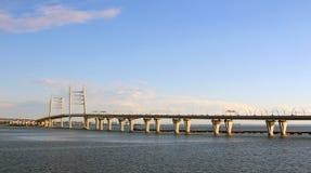 Puente del automóvil en St Petersburg Fotos de archivo libres de regalías