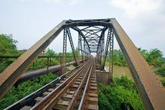 Puente del camino de carril del metal Imagenes de archivo