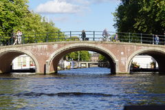 Puente del canal de Amsterdam Fotografía de archivo libre de regalías
