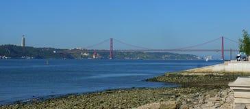 Puente del 25 de abril, Lisboa Imagenes de archivo