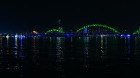 Puente del drag?n de Danang en la noche