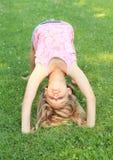Puente del entrenamiento de la muchacha Fotos de archivo