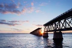Puente del ferrocarril en el parque de estado de Bahía Honda   Imagen de archivo