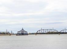 Puente del ferrocarril en el río Misisipi fotografía de archivo libre de regalías