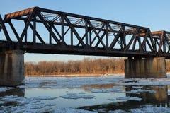 Puente del ferrocarril en invierno Fotografía de archivo